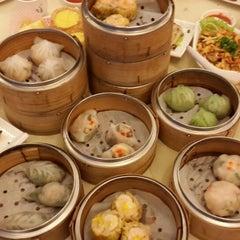 Photo taken at Restoran Foh San Dim Sum (富山茶楼) by Jien on 5/24/2013