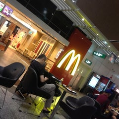 Photo taken at McDonald's & McCafe by Tun Teja T. on 11/16/2012