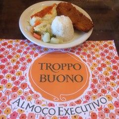 Photo taken at Restaurante Troppo Buono by Rodrigo F. on 6/22/2015