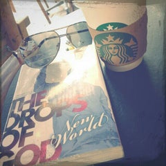 Photo taken at Starbucks (สตาร์บัคส์) by Arthur W. on 10/21/2012