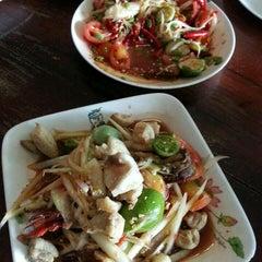 Photo taken at ครกไม้ไทยลาว by คึกฤทธิ์ ไ. on 6/28/2015