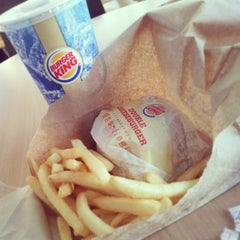 Photo taken at Burger King by Reaktou on 12/27/2013