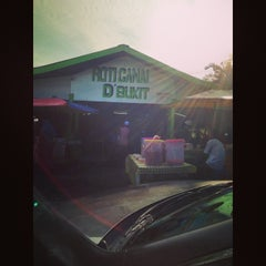 Photo taken at Roti Canai D'Bukit by Farhan F. on 1/8/2014