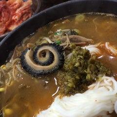 Photo taken at 가마솥해장국 사대문 by Sunghyun K. on 2/9/2014