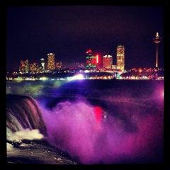 Photo taken at Hard Rock Cafe Niagara Falls USA by Victoria Leigh on 1/12/2013