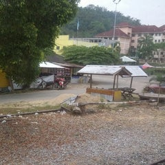 Photo taken at KTM Dabong Railway Station (Stesen Keretapi) by bomok w. on 2/20/2014