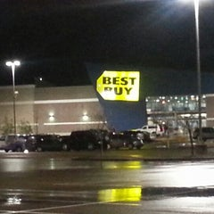 Photo taken at Best Buy by Slater T. on 2/5/2013