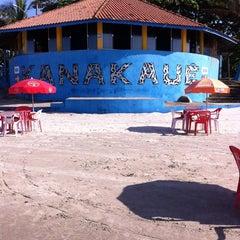 Photo taken at Quiosque Kanakaue  - Praia Suarão by Carlos Jose S. on 3/29/2014