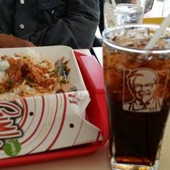 Photo taken at KFC (เคเอฟซี) by Prayad W. on 5/22/2014