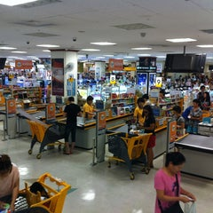 Photo taken at 이마트 (emart) by eAsTiN S. on 8/26/2013