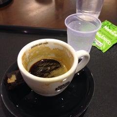 Photo taken at Café do Ponto by Jerri A. on 8/9/2014