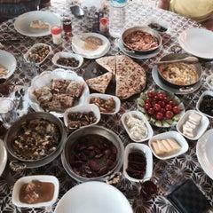 Photo taken at Çakırlar Köy Kahvaltısı by Can murat T. on 9/1/2015