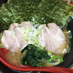 Photo taken at 横浜ラーメン武蔵家 幡ヶ谷店 by おとま on 11/13/2014
