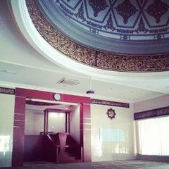 Photo taken at Masjid Al Ihsan Jakapermai by AhmadEsty T. on 9/23/2014