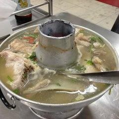 Photo taken at หัวปลาช่องนนทรี (Hua Pla Chongnonsea) by Edmond C. on 12/26/2012