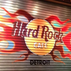 Photo taken at Hard Rock Cafe Detroit by Steve V. on 11/13/2012