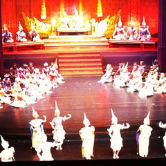 Photo taken at โรงละครแห่งชาติ (The National Theatre) by punpun s. on 5/1/2013