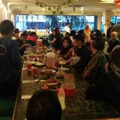 Photo taken at Restoran Kari Kepala Ikan SG by Ahmad nizam O. on 7/13/2015
