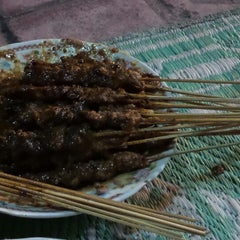 Photo taken at Sate Ayam dan Kambing Cak Agus by Little S. on 12/25/2013