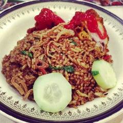 Photo taken at Restoran Impian Maju by Ayie W. on 2/25/2013