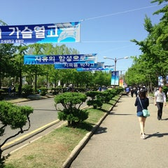 Photo taken at 연세대학교 (Yonsei University) by Jinsei진세 L. on 5/16/2013
