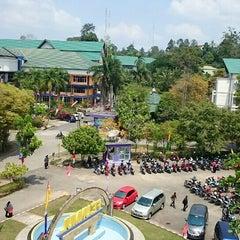 Photo taken at Fakultas Ekonomi Universitas Mulawarman by Mulyadin Wenggo on 8/19/2015