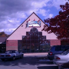 Photo taken at Amherst Brewing Company by El Keter b. on 10/21/2012
