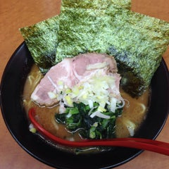 Photo taken at 横浜ラーメン武蔵家 幡ヶ谷店 by aren't you? on 2/25/2015