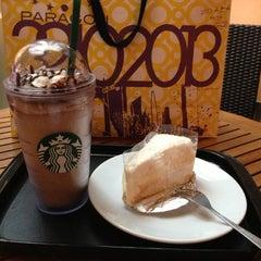 Photo taken at Starbucks (สตาร์บัคส์) by KunG S. on 12/14/2012