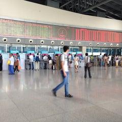Photo taken at 杭州汽车客运中心 Hangzhou Passenger Transport Center by kare j. on 8/30/2014