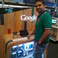 Photo taken at Best Buy by Rohit P. on 1/24/2015