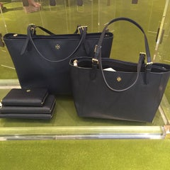 Photo taken at Tory Burch - Temporarily Closed by Adl3mi by PubliVentAs...... Sucursal Plaza Palmetos on 5/16/2015