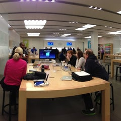 Photo taken at Apple Store, Mall of America by Lincoln P. on 3/30/2013