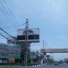 Photo taken at Amata Nakorn Industrial Estate (นิคมอุตสาหกรรมอมตะนคร) by Noppon I. on 7/18/2013