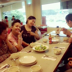 Photo taken at Pizza Hut by Kimberly A. on 5/2/2014