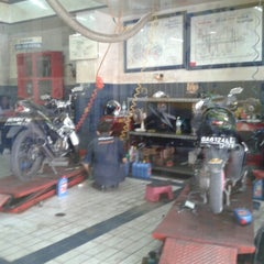 Photo taken at SUZUKI - PT. Aneka Kalimantan Motor by Aria M. on 2/6/2013