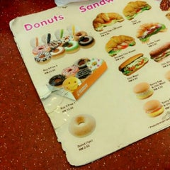 Photo taken at Dunkin' Donuts by Hani on 8/11/2014