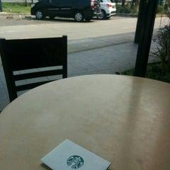 Photo taken at Starbucks by Roy I. on 11/22/2015