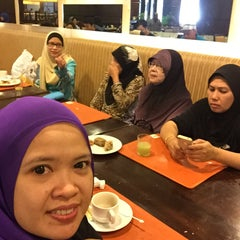 Photo taken at Pearl View Hotel by Rashidah Rafie S. on 5/2/2015