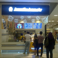 Photo taken at Auntie Anne's by Syahmi R. on 5/4/2013