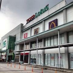 Photo taken at Plus Shopping Mall (พลัส ช้อปปิ้งมอลล์) by Jay B. on 10/13/2012
