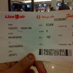 Photo taken at Bandara Sepinggan Balikpapan - Gate A6 by Ayu C. on 1/6/2014