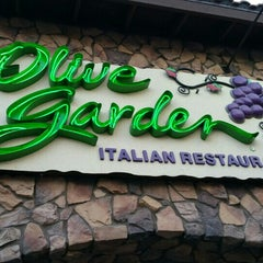 Photo taken at Olive Garden by Manfred N. on 4/25/2015