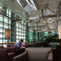 Photo taken at KrisFlyer Gold Lounge (Terminal 3) by James S. on 2/1/2013