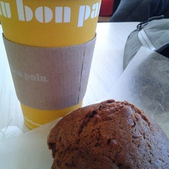 Photo taken at Au Bon Pain by Shannon E. on 3/22/2013