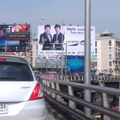 Photo taken at แยกสามเหลี่ยมดินแดง (Sam Liam Din Daeng Junction) by Sarayut W. on 4/13/2013