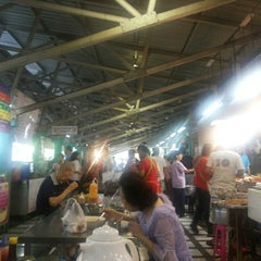 Photo taken at ตลาดประชานิเวศน์ 1 (Pracha Niwet 1 Market) by Amm K. on 7/14/2013