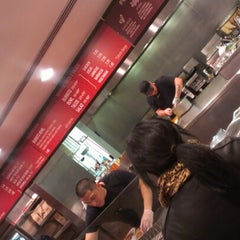 Photo taken at Chipotle Mexican Grill by Jay A. on 11/24/2012