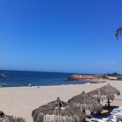 Photo taken at Meliã Hotel & Resorts by Diana G. on 5/3/2013