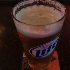 Photo taken at HotShots Sports Bar and Grill O'Fallon, IL by Travis on 7/17/2014